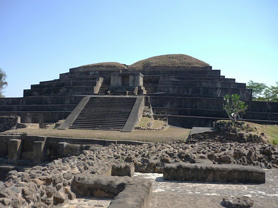 Touristic attractions of El Salvador : Tazumal (Pyramid)