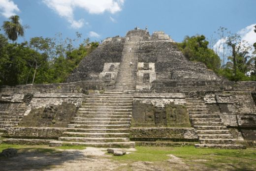 Touristic attractions of Belize : High Temple Maya ruins