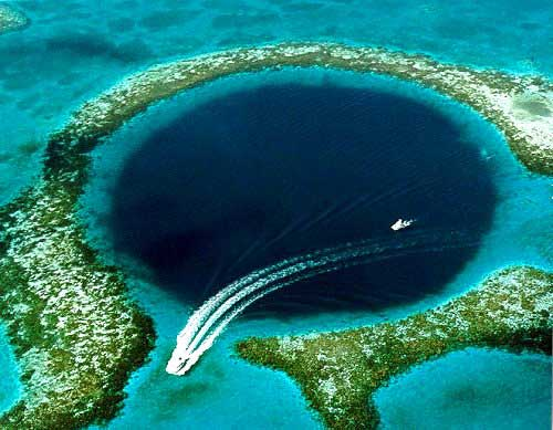 Touristic attractions of Belize : The Great Blue Hole