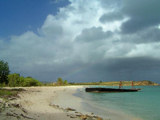 Touristic attractions of Antigua and Barbuda : Runaway Beach
