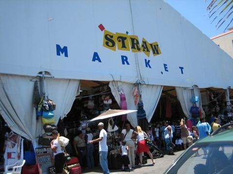 Touristic attractions of Bahamas : Straw Market