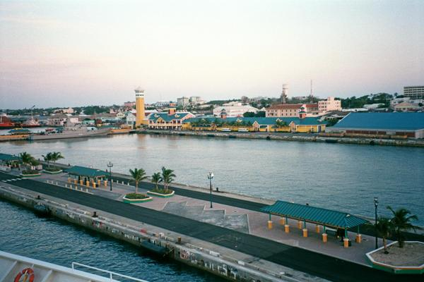 Touristic attractions of Bahamas : Prince George Wharf