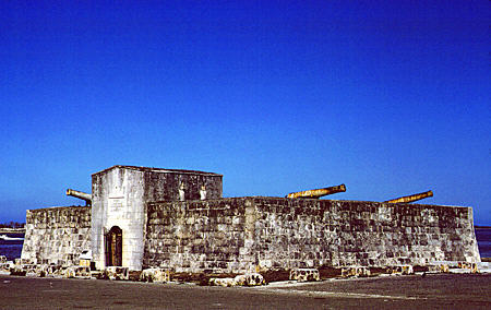 Touristic attractions of Bahamas : Fort Charlotte