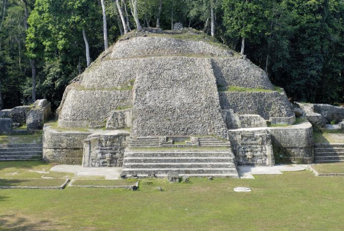 Touristic attractions of The Caribbean : Maya ruins, Belize