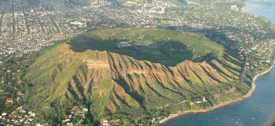 Touristic attractions of Hawaii : Diamond Head Crater, Waikiki