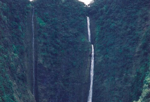 Touristic attractions of Hawaii : Hiilaw Falls, Waipio Valley and Overlook