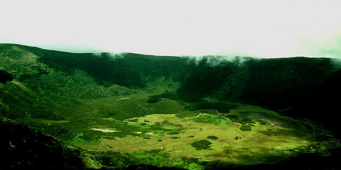 Touristic attractions of Portugal : Caldeira do Pico Gordo, Faial