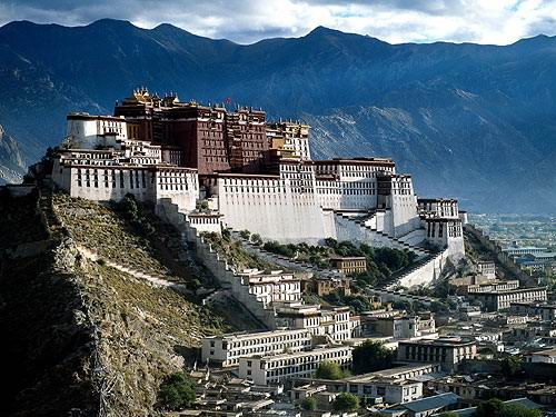 Touristic attractions of China : The Potala Palace