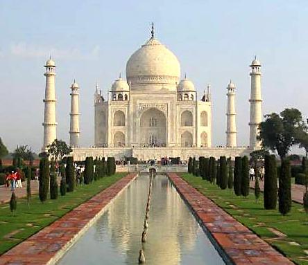 Touristic attractions of India : The Taj Mahal, Agra