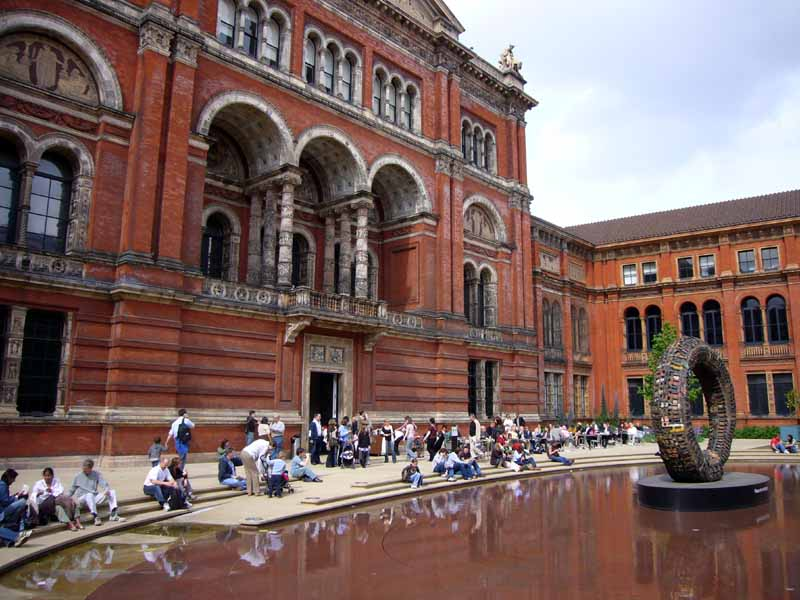 Touristic attractions of London UK : The Victoria & Albert Museum