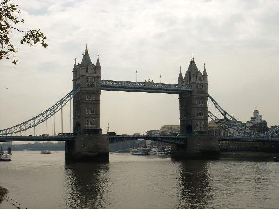 Touristic attractions of London UK : The Tower bridge of London
