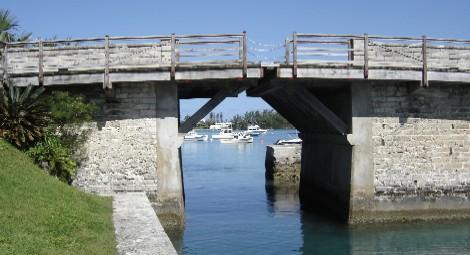 Touristic attractions of Bermuda : Somerset Bridge