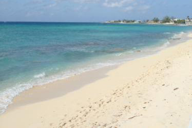 Touristic attractions of Cayman Islands : Seven Mile Beach